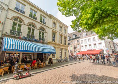 Maastricht, Onze Lieve Vrouweplein,  eetcafé's De Lanteern en De Wolwaag